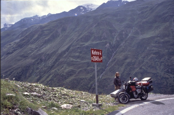 A journey with a lot of equipment - Heavily loaded MZ ETZ 250 crossing the alps, 1989