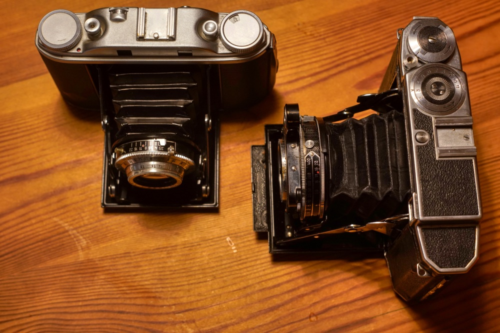 Agfa Silette III (left) and Zeiss Ikon Super Ikonta 530/16 (right)